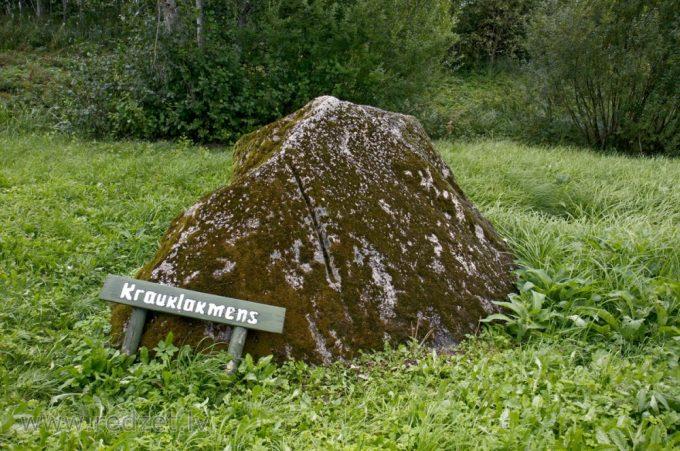 Kraukļu akmens jeb Velnakmens
