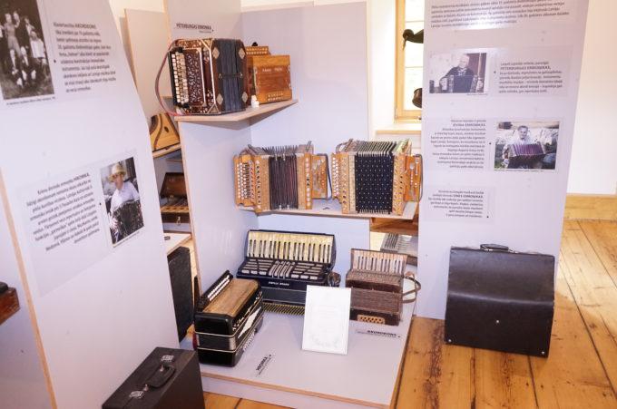 "The display of traditional Latvian musical instruments at ""Skaņumāja"""